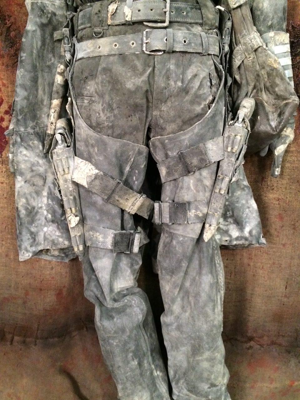 42 x 33 zombied pants
